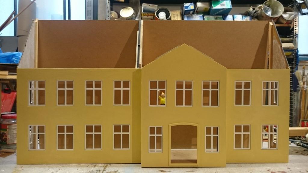 Bagpladen er tilpasset og facaden er malet færdig (bortset fra patinering)