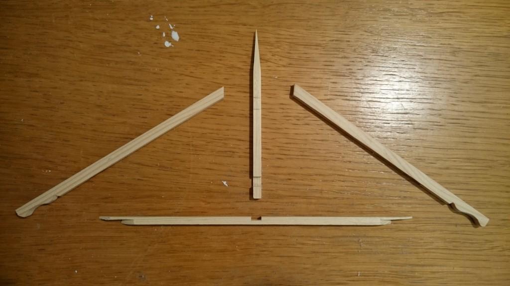 Tømmeret til gavlspidsen er klar til at blive tappet sammen.